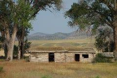 Ein verlassenes Blockhaus in Montana Lizenzfreie Stockbilder