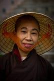 Ein vietnamesischer eifriger Anhänger von Mahabodhi-Tempel, Bodh Gaya, Indien stockbild
