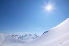 Ein vollkommener Wintertag in den Bergen Lizenzfreies Stockbild