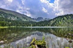 Ein von sieben Berg-Karakol-lakesin Altai-Bergen, Russland Lizenzfreies Stockfoto
