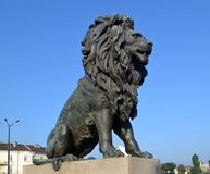 Ein von vier Löwen auf Löwe ` s Brücke in Sofia Bulgaria lizenzfreie stockfotos