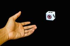 Ein Würfel mit der Hand Lizenzfreie Stockfotografie