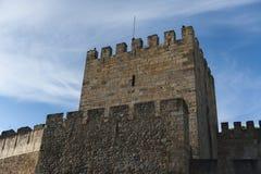 Ein Wachturm auf St. George Castle in Lissabon, Portugal Lizenzfreie Stockfotos