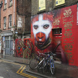 Ein Wandbild in Hanbury-Straße bei Shoreditch in der Stadt von Turm-Dörfchen, ein Bereichsrenommee für seine Straßenkunst in Ost- Lizenzfreies Stockbild