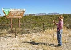 Ein Wanderer an den Murray-Frühlingen - Clovis Trailhead Stockfoto