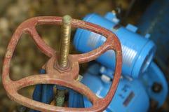 Ein Wasser motorisierte Ventil in einen Grundfall Lizenzfreies Stockfoto