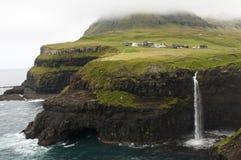 Ein Wasserfall in Färöern Lizenzfreies Stockbild