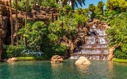 Ein Wasserfall und eine Lagune des Trugbild-Hotels und des Kasinos stockfotografie