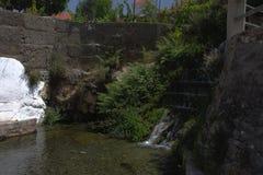 Ein Wasserfrühling in Velez Benaudalla 2 Stockfotos