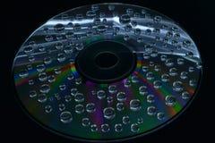 Ein Wassertropfen auf einer CD Lizenzfreies Stockbild