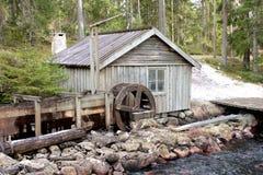 Ein watermill in der Landschaft Lizenzfreie Stockbilder