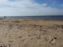 Ein Weg auf dem Strand lizenzfreie stockfotos