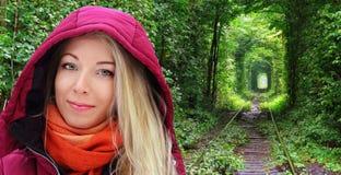 Ein Weg durch den Tunnel der Liebe Lizenzfreie Stockfotos