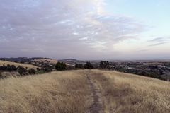 Ein Weg in einen Kalifornien-Sonnenuntergang Stockfotos