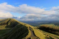 Ein Weg entlang dem Ridge des Hügels Lizenzfreie Stockfotografie