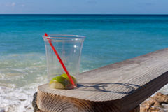 Ein Wegwerfglas des leeren Margarita Lizenzfreies Stockfoto