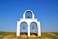 Ein weißer Glockenturm Lizenzfreie Stockbilder