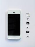 Ein weißes intelligentes Telefon, ein SIM-Karten-Behälter und ein kleines Papier wie simuliert Stockfotos