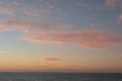 Ein weicher Wolkenhintergrund mit einem Pastell färbte cloudscape Stockbild