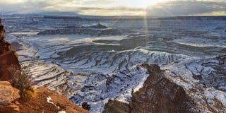 Im Voraus bezahlte Leistungs-Winter-Sonnenaufgang-Panorama stockfoto