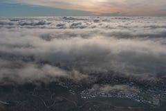 Ein Wolkenmeer am Abend lizenzfreie stockfotografie