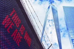 Ein World Trade Center und Beschriftung Lizenzfreie Stockfotografie