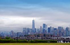 Ein World Trade Center und New- Yorkskyline Lizenzfreie Stockfotografie
