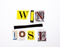 Ein Wortschreibenstext, der das Konzept des Gewinns Lose gemacht vom unterschiedlichen Zeitschriftenzeitungsbuchstaben für Geschä stockbilder