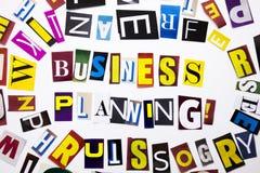 Ein Wortschreibenstext, der das Konzept der Unternehmensplanung gemacht vom unterschiedlichen Zeitschriftenzeitungsbuchstaben für Lizenzfreie Stockfotos