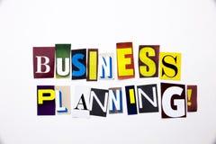 Ein Wortschreibenstext, der das Konzept der Unternehmensplanung gemacht vom unterschiedlichen Zeitschriftenzeitungsbuchstaben für Stockfotografie