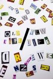 Ein Wortschreibenstext, der Konzept des altes Lebens-neuen Lebens gemacht vom unterschiedlichen Zeitschriftenzeitungsbuchstaben f Lizenzfreie Stockfotos