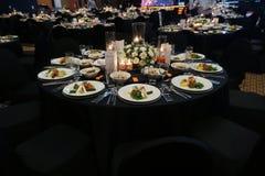 Ein wunderbar entworfener Heiratsraum und Speisetische oder eine Gala Co Stockfoto