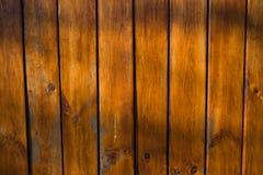Ein Zaun hergestellt von den Brettern umfasst mit Lack Lizenzfreies Stockfoto