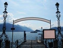 Ein Zeichen über einem Pier Lizenzfreies Stockfoto