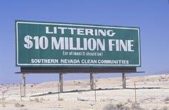 Ein Zeichen, das ï ¿ ½ Abfall liest - Geldstrafe $10 Million (oder mindestens es sollte sein), ï ¿ ½ Lizenzfreies Stockfoto