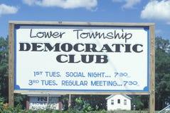 Ein Zeichen, das ï ¿ ½ untere Gemeinde demokratisches Clubï-¿ ½ liest Stockfotos