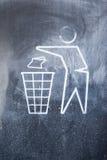 Ein Zeichen, den Abfalleimer zu benutzen Lizenzfreie Stockfotografie