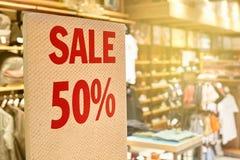 Ein Zeichen des Verkaufs ist 50% Lizenzfreie Stockbilder