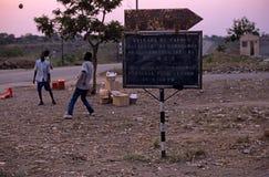 Ein Zeichen am Gorongosa Nationalpark, Uganda Lizenzfreie Stockfotos