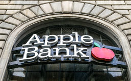 Ein Zeichen von Apple-Bank Lizenzfreies Stockfoto