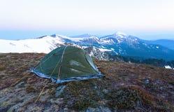 Ein Zelt bedeckt mit Frost Lizenzfreie Stockfotografie