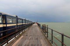 Ein Zug auf dem Southend auf Seepier Lizenzfreies Stockfoto
