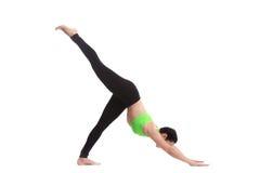 Einbeinig verfolgen Sie unten Yogahaltung Stockbild