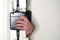 Einbrecheröffnungstür stockfotos