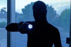 Einbrecher, der einen Kopfschutz trägt Lizenzfreie Stockfotos