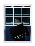 Einbrecher: Diebstahl eines Fernsehers Stockfotografie