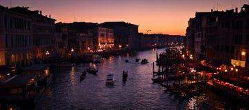 Einbruch der Nacht auf Kanal von Venedig Stockfotos