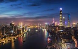 Einbruch der Nacht von Shanghai Stockbilder