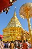 Eind van Boeddhistische Geleende Dag, Wat Phra die Doi Suthep Royalty-vrije Stock Afbeeldingen