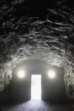 Eind van de donkere tunnel Stock Foto's